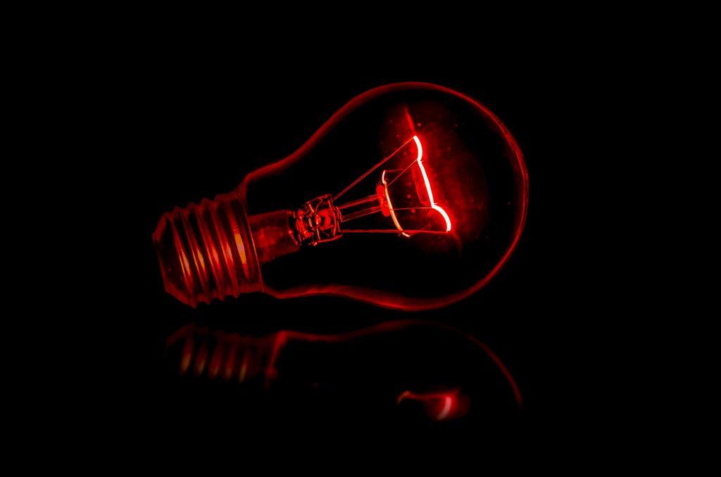 Червена лампа, символизираща информираност за нашите услуги